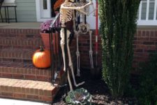 13 skeletons doing garden work will give a humorous touch to your yard