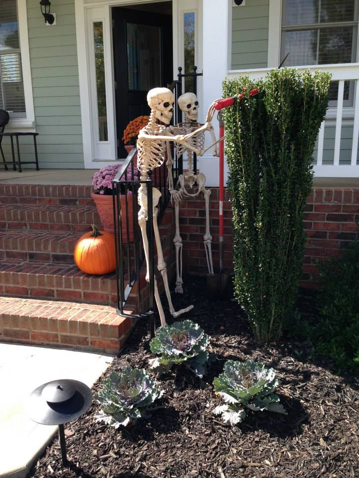 skeletons doing garden work will give a humorous touch to your yard