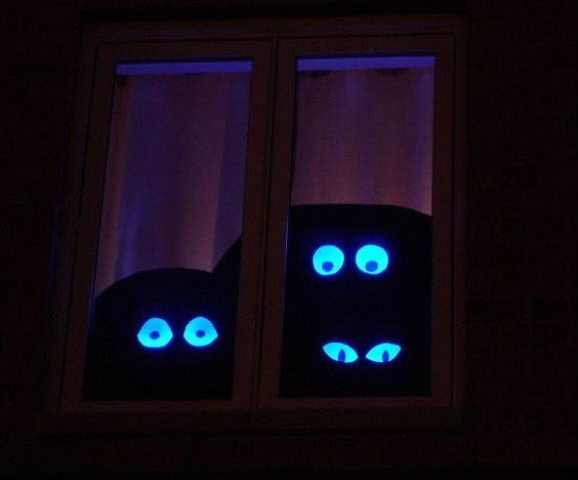 spooky eyes from cardboard will make a cool effect on your guests