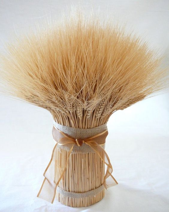 simple wheat centerpiece tied with burlap and ribbon