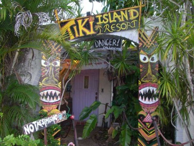 retro tiki party decor for your entrance