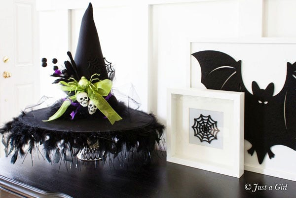 DIY Witch Hat Centerpiece. Turn an old hat and a bunch of glittered spiders into a cool piece of mantel's decor. (via tidymom.net)