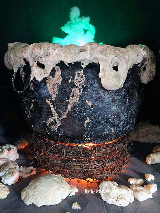 DIY Giant Cauldron. This project isn't easy or fast but it's very rewarding. You can definitely create beautiful Halloween arrangements with it. (via suzyhomemaker.co.uk)