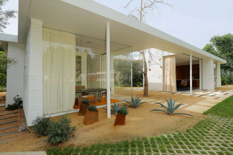 This mid century modern Los Angeles home was revived