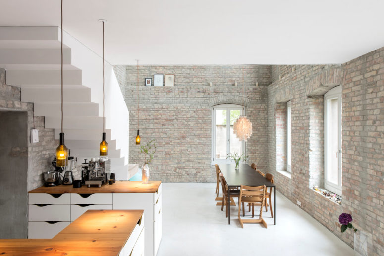 Contemporary Living Space Within Historic Architecture - DigsDigs