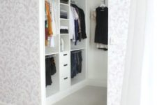03 very small walk-in closet in white with a leading rack on the left wall