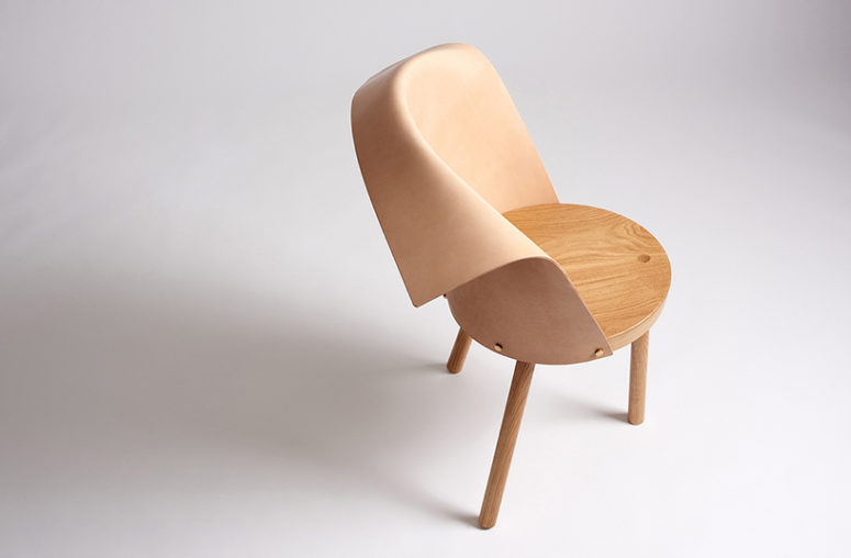 Clop has wooden legs and a seat and a leather backrest folded in a comfortable way