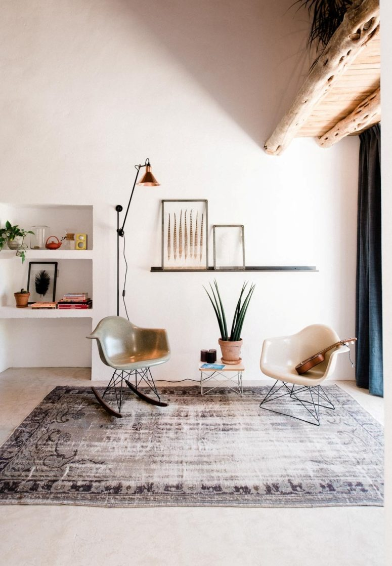 A small sitting space by the entryway has some mid-century modern furniture that looks harmonious