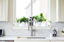 08 spruce up a white or ivory kitchen with a mother-of-pearl backsplash that is shining a bit