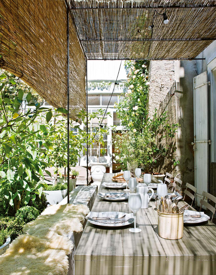 A covered outdoor dining space is a must for any rural home, and this one is very relaxing