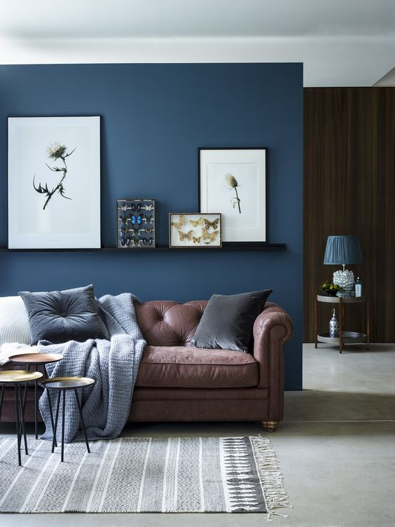 navy blue living room ideas. chic seating area with a brown sofa and navy accent wall textiles 26 Cool Brown And Blue Living Room Designs  DigsDigs