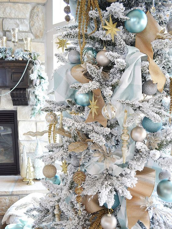 blue and gold decor is ideal for a white christmas tree - White And Gold Christmas Decorations