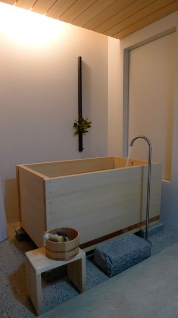 free standing hinoki wood Japanese tub