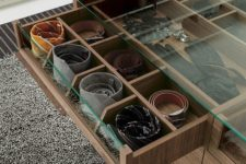 20 drawers with glass tops for storing accessories and to easily find them when needed