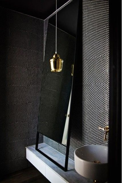 choose a textured dark wall to give a luxurious and bold look to your bathroom