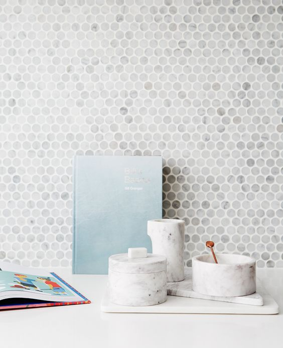 marble penny-round mosaic tile splashback looks eye-catching and refined
