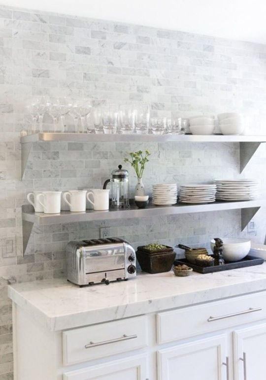 marble-looking subway tiles for delicate and subtle decor