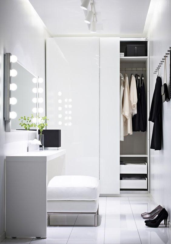 4 small walk in closet organization tips and 28 ideas - Small closet lighting ideas ...