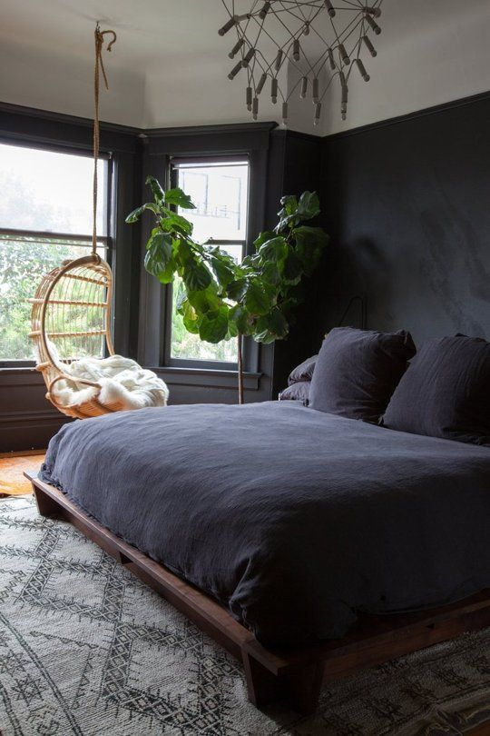 26 sexy moody bedroom designs that catch an eye digsdigs for Black wall room ideas