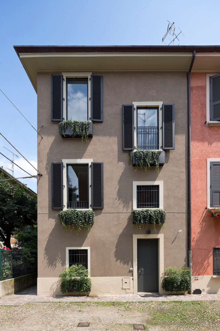 This vertical loft was built between 1920 and 1924 and redesigned and renovated recently