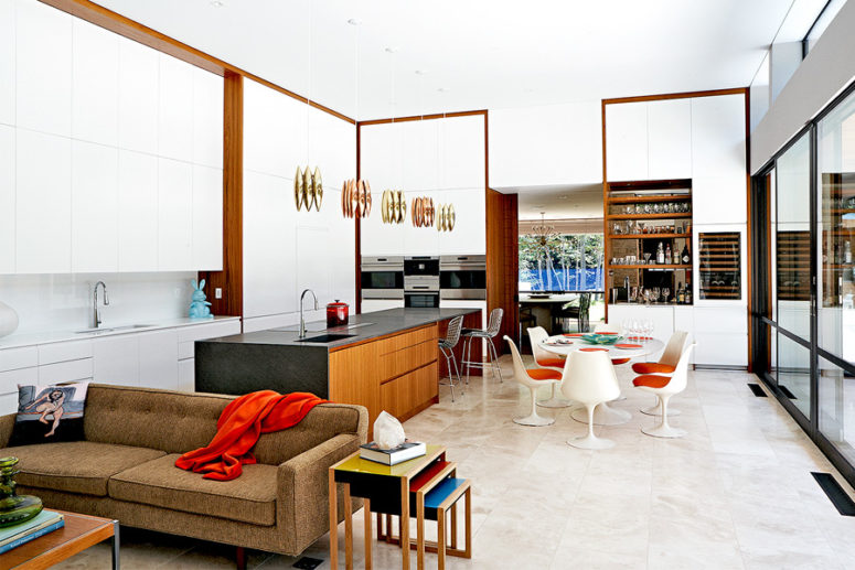 The home features mid-century modern style and it's decorated with an impeccable taste, refined furniture and chic upholstery