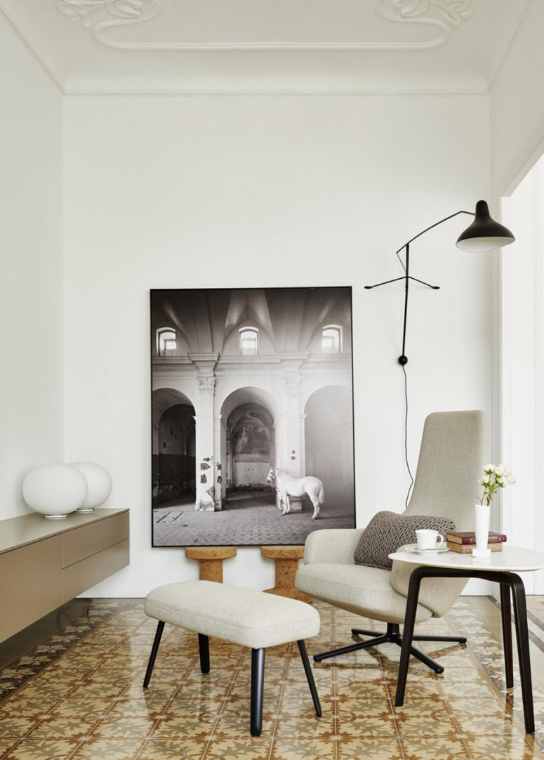 The furniture, lamps and artworks make the room comfy and cozy