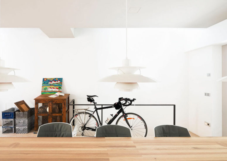 The interiors are a mixture of modern and Scandinavian styles, they keep the spaces airy and comfy