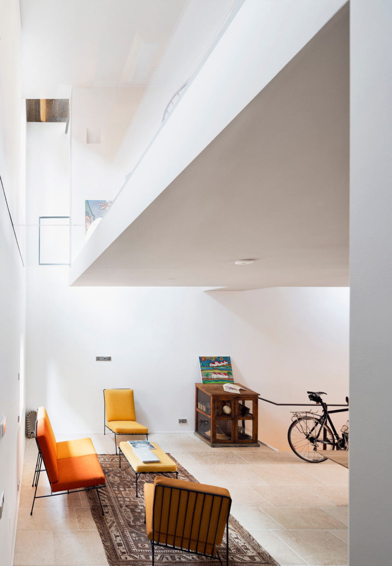 The design successfully solved the problem of a vertical loft with a small footing