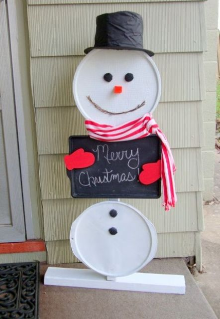 easy DIY snowman using recycled pizza pans and a cookie sheet