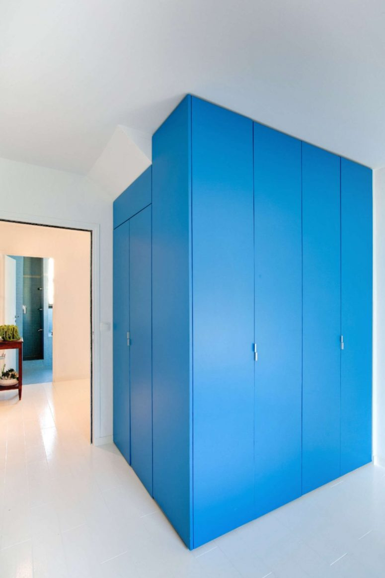 Such a bold blue solution is an amazing thing to make a statement