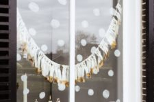 05 painted snow and white and gold tassel garland