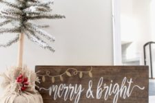 06 Christmas wood stain sign is easy to make yourself