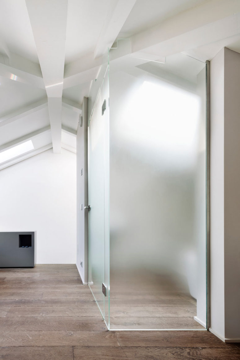 Glass and wood are widely used throughout the loft, and give it a modern yet very cozy look