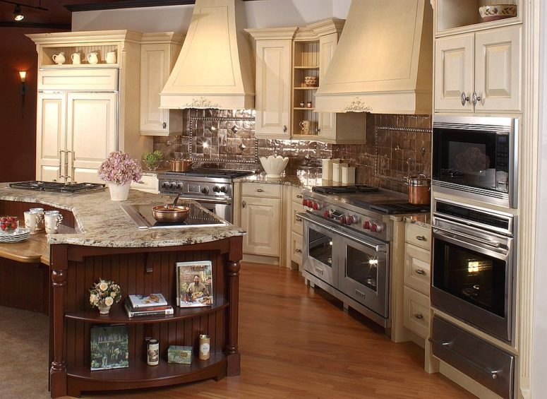 copper tiled backsplash for the spacious, traditional kitchen
