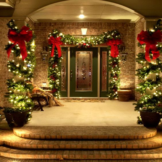 38 Welcoming Christmas Front Porch Décor Ideas
