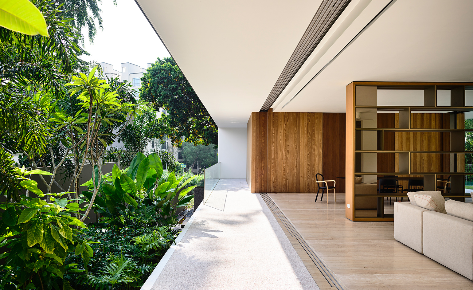 The architects' open plan approach helps link the interiors to the leafy gardens and surrounding nature