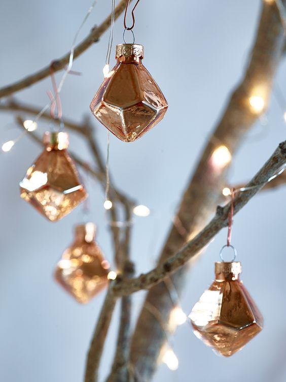 28 Chic Copper Christmas Décor Ideas - DigsDigs