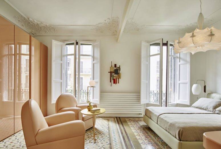 The peach-colored wardrobes and chairs look unique and matching in this bedroom