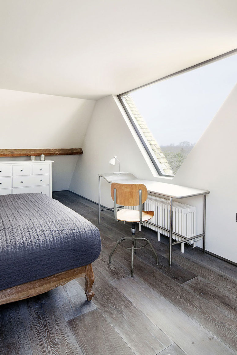 The triangular window section was designed for the master bedroom