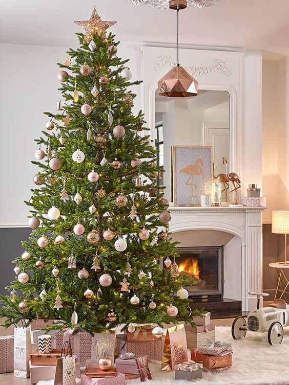 copper and white for decorating Christmas is very chic - 28 Chic Copper Christmas Décor Ideas - DigsDigs