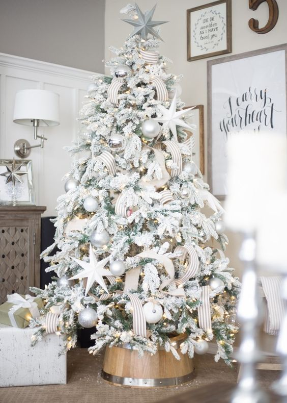 elegant tree decor in white, silver and pearl
