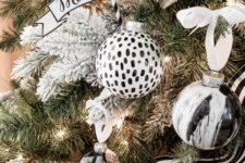15 marbled Christmas baubles