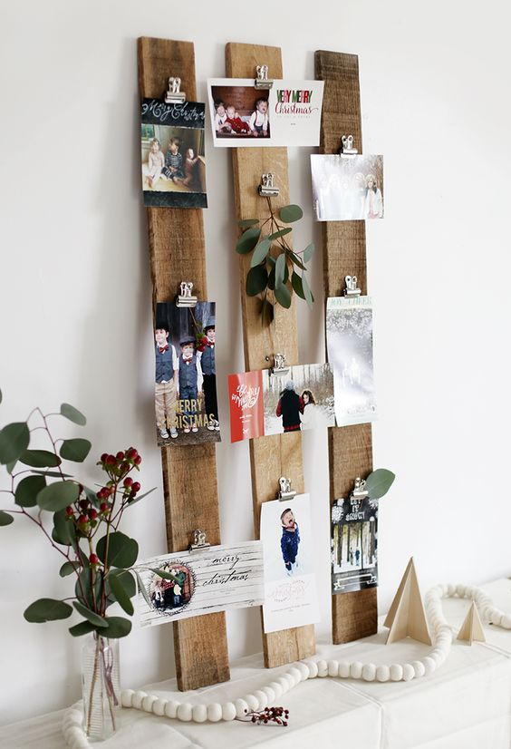 pallet boards with cards attached