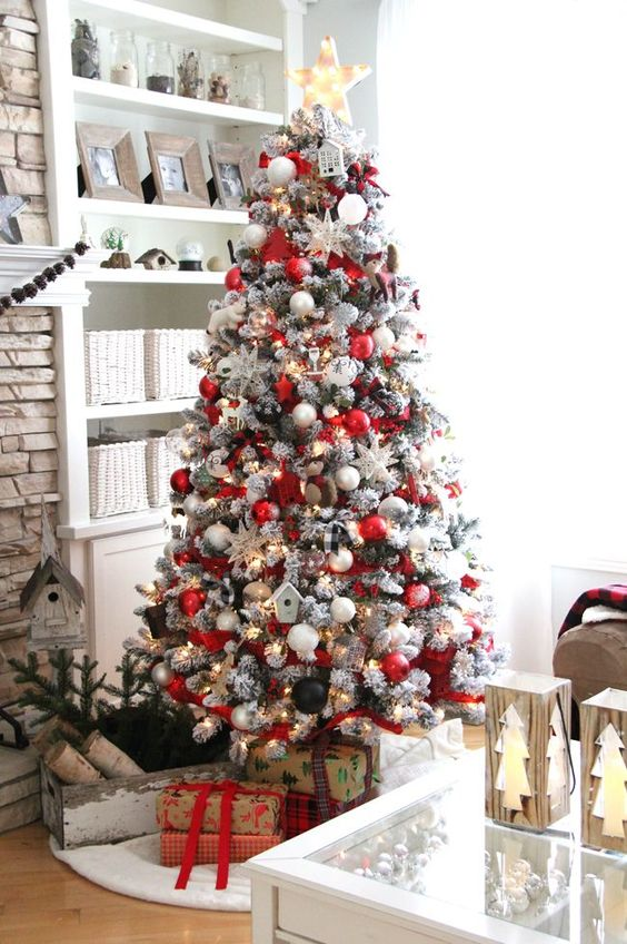 pretty red and wwhite Christmas tree decor with black touches
