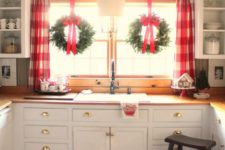 16 red plaid curtains and wreaths with red bows