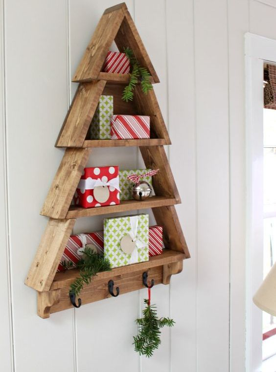 38 reclaimed wood christmas d cor ideas digsdigs Cool wood shelf ideas
