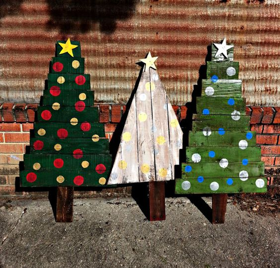 Outdoor Christmas Decorations With Pallets : Reclaimed wood christmas d?cor ideas digsdigs