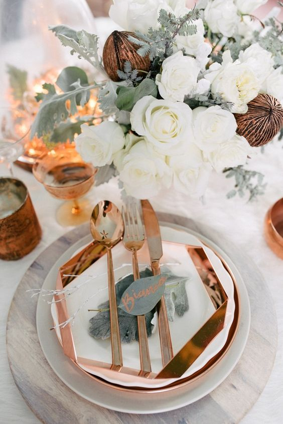 geometric copper charger and tableware looks very elegant