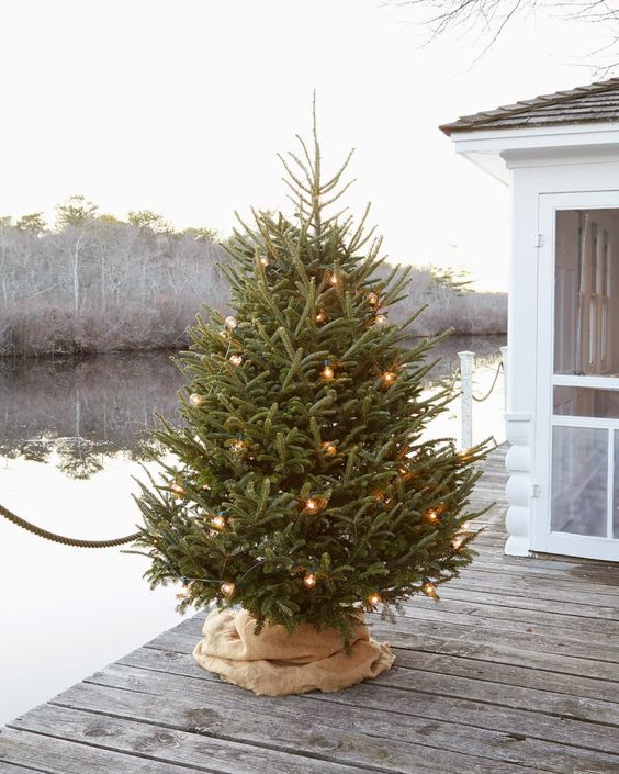 Brand-new How To Cover A Christmas Tree Base: 38 Ideas - DigsDigs VK19