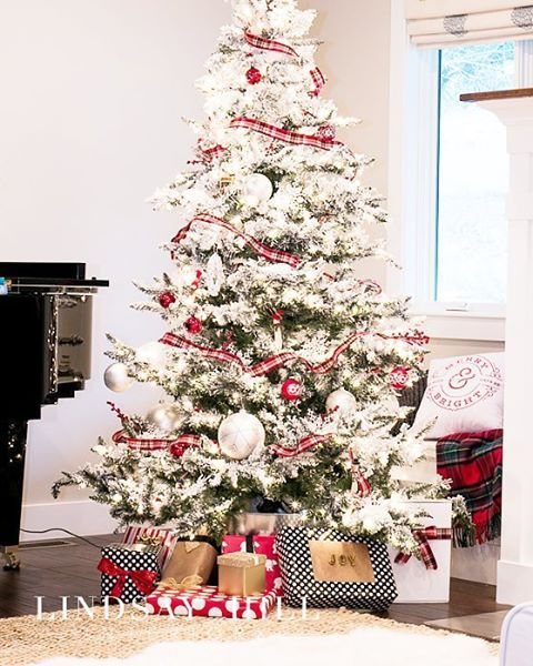 26 Best Flocked Christmas Tree Décor Ideas